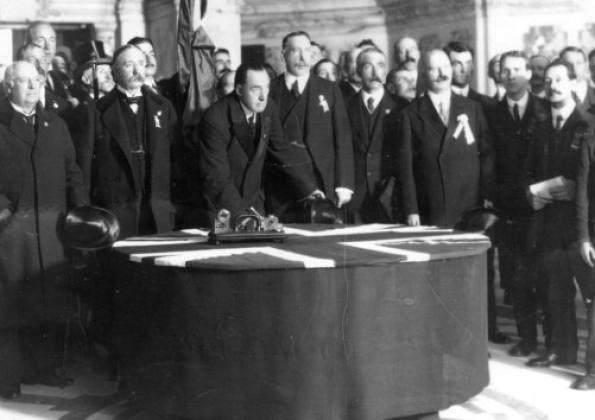 Sir Edward Carson. Signing the Ulster Covenant. Belfast City Hall. 1912